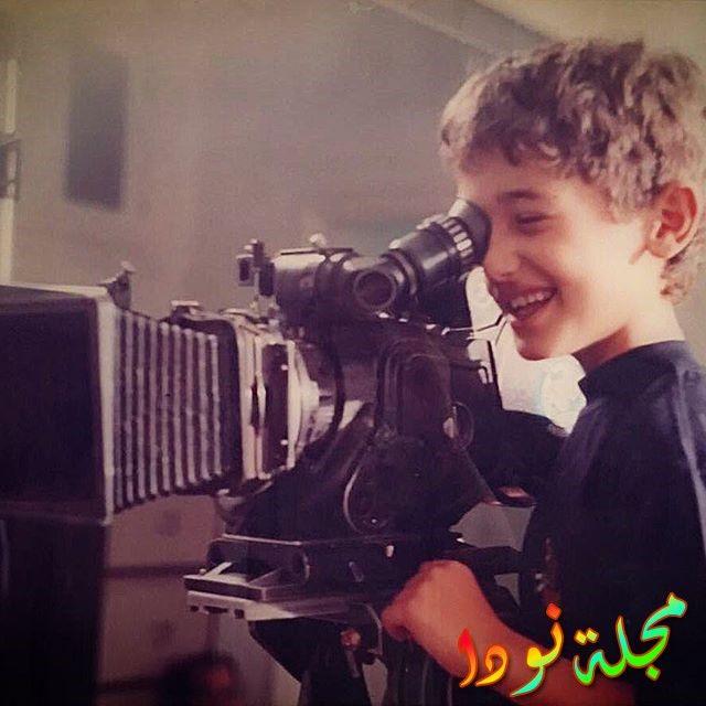 كريم محمود عبد العزيز وهو صغير يقوم بالتصوير
