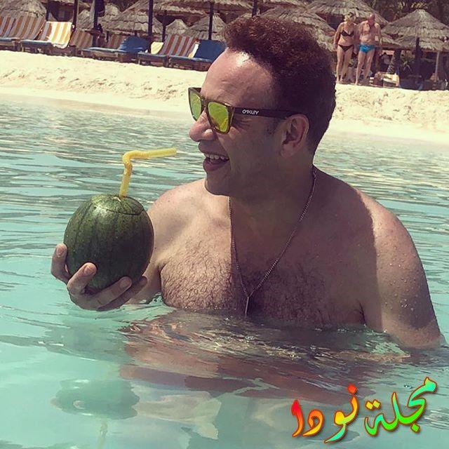 مصطفى قمر يستمتع في الساحل