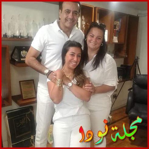 أسامة منير وزوجته وابنته