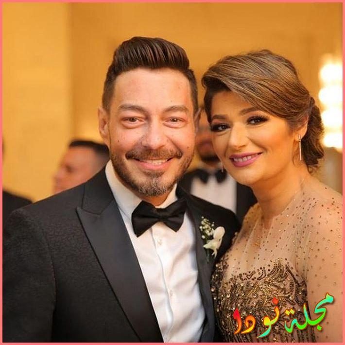صورة تجمعه بزوجته الجميلة