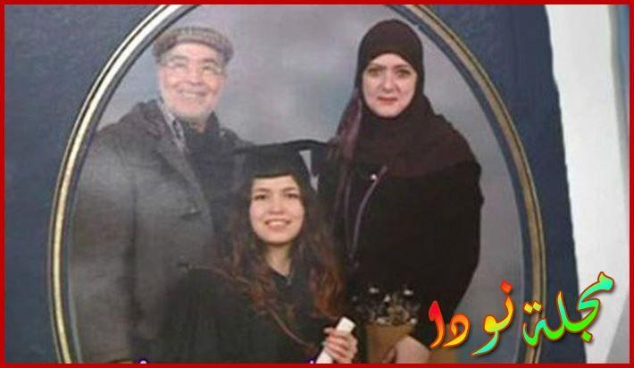 صورة عائلية لشمس البارودي وابنتها وزوجها