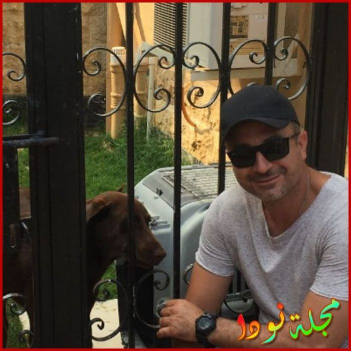صورة له مع كلبه