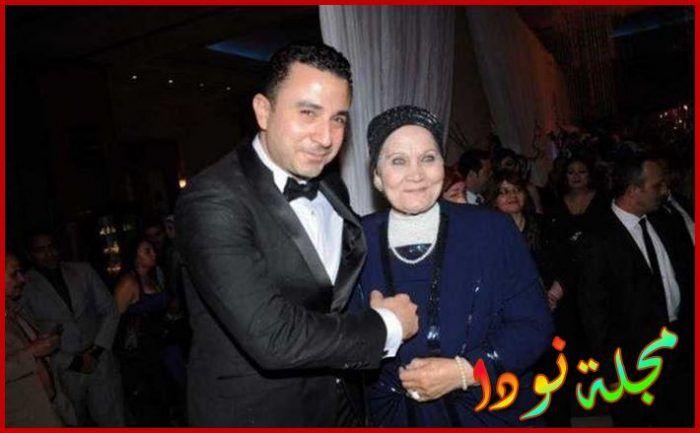 صورة له مع والدته