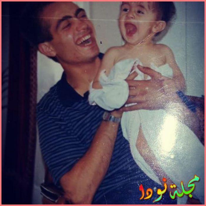اسماعيل حاجي اوغلو وهو صغير مع والده