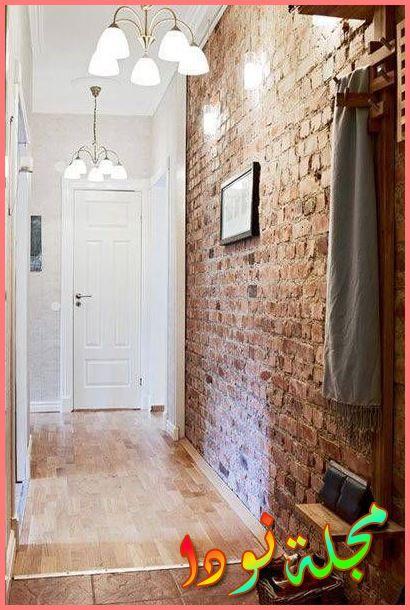 حوائط حجرية بجانب باب المدخل