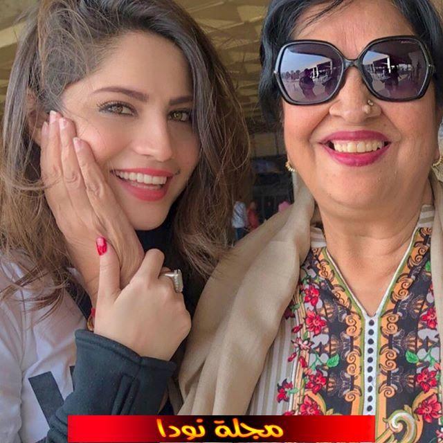نيلام منير خان ووالدتها