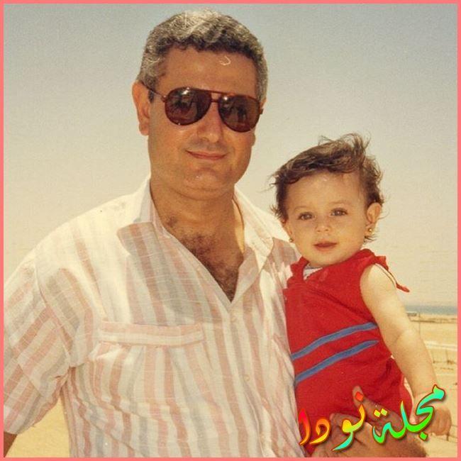 والد هبة مجدي وهي طفلة
