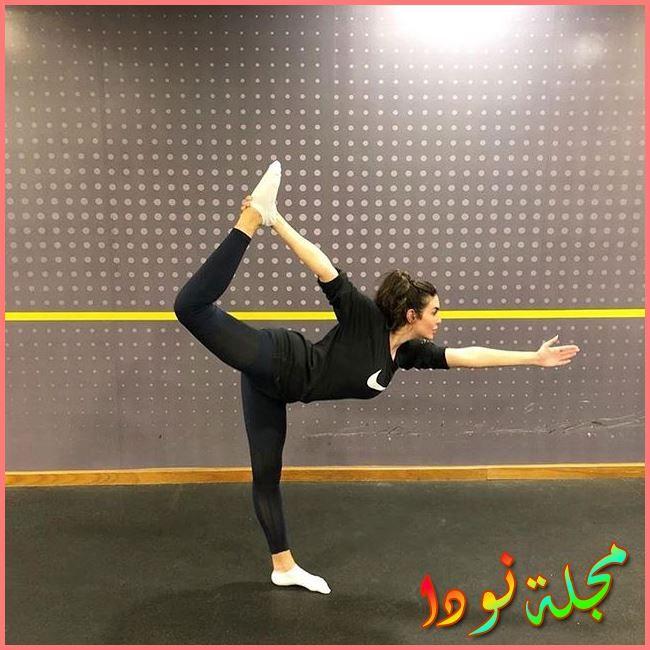 ياسمين صبري وهي تمارس الرياضة