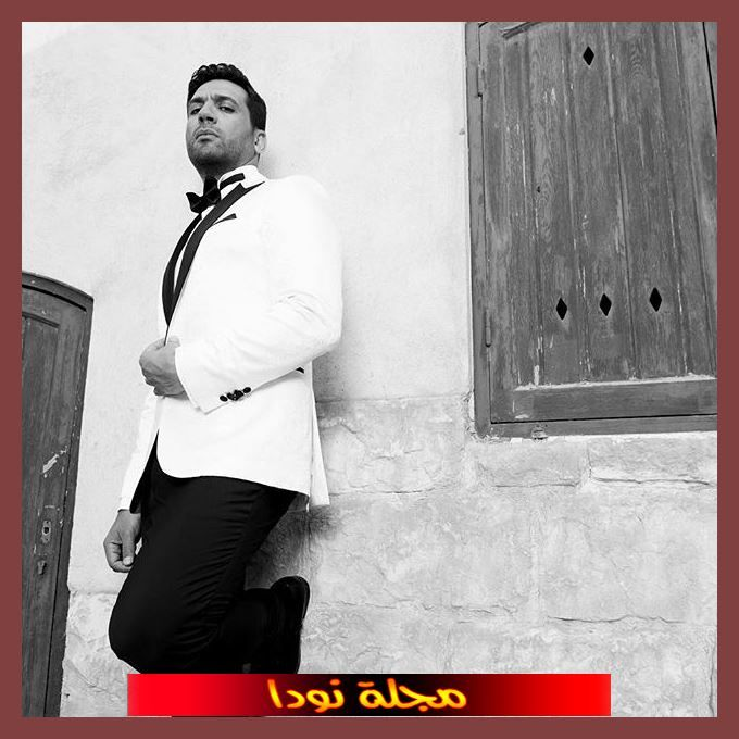لد في مدينة دمياط حصل على درجة البكالوريوس في التجارة من جامعة القاهرة
