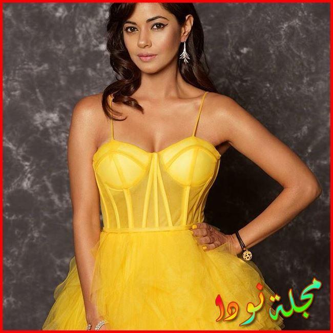Meera Chopra بالفستان الأصفر الناري