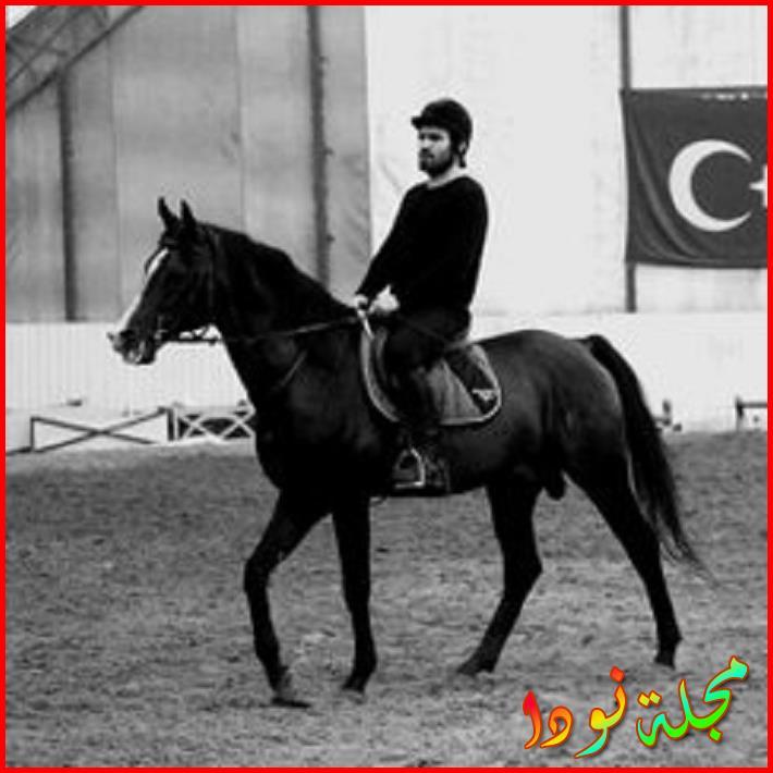 تدريباتهم لركوب الحصان واستخدام السيف