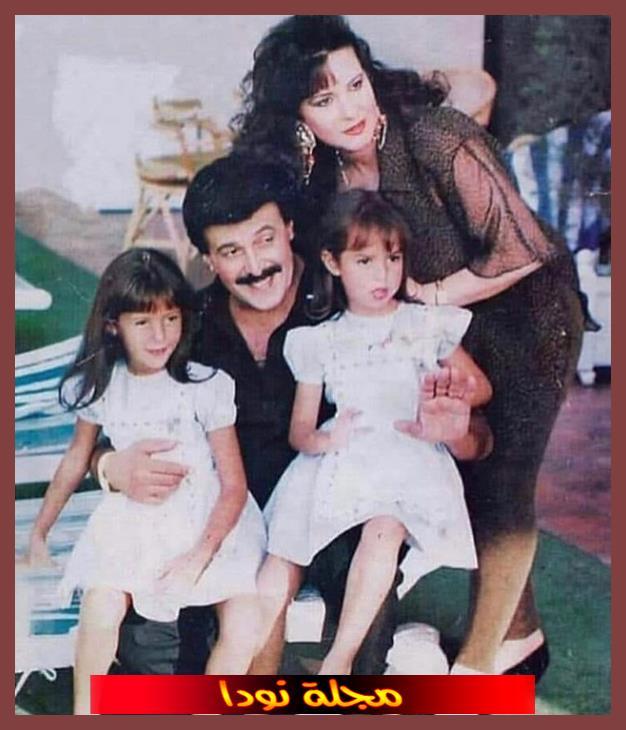 صورة عائلية له مع زوجته وبناته