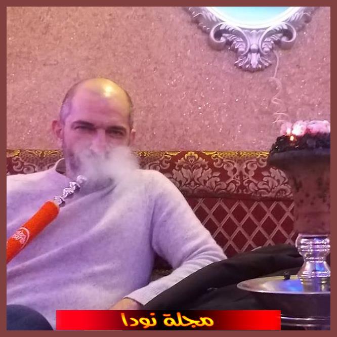 عمرو يدخن الشيشة