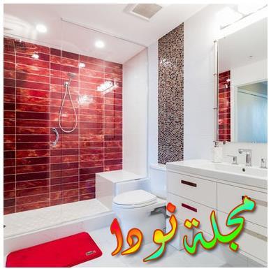 الحمام السهل من بلاط السيراميك في كليوباترا مع مرحاض مثبت على الحائط