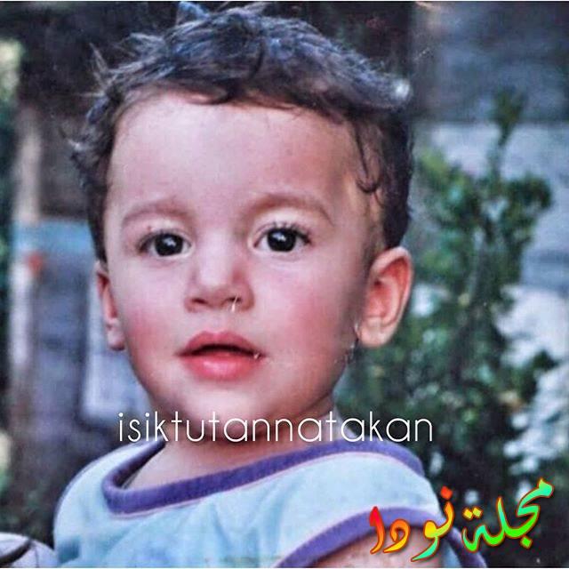 الممثل اتاكان ايسكتوتان وهو طفل صغير