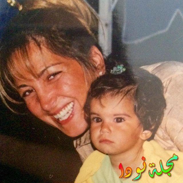 صورة ياسمين يازجي وهي طفلة